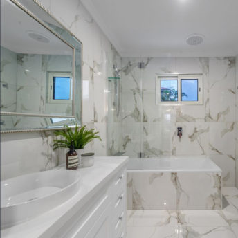Luxe Mirrors - How to find a suitable wall mirror for your home. A Buyers Guide. Large bathroom Mirror.